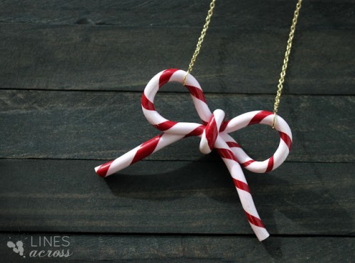 candy cane bow necklace (via linesacross)