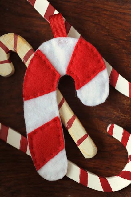 candy cane felt ornaments (via rustsunshine)