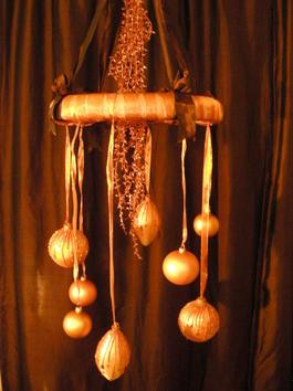 Christmas Ornament Chandelier (via hgtv)