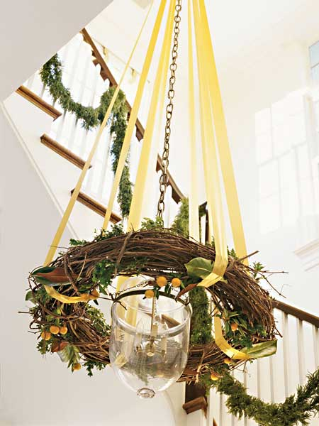 Ribbon and wreath Christmas chandelier (via myhomeideas)