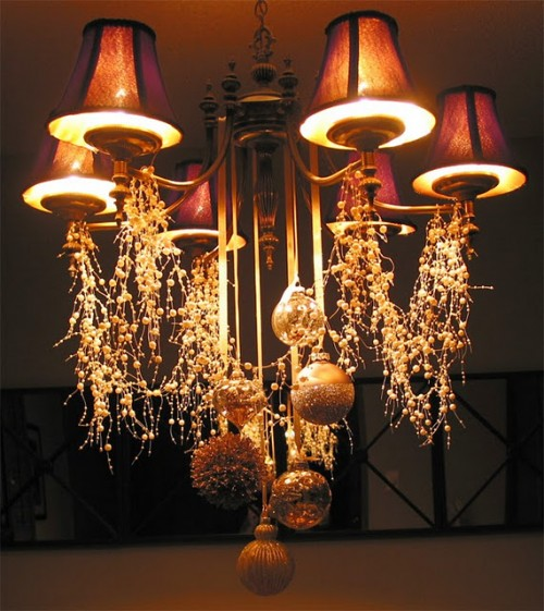 Cheerful Christmas Chandelier (via alamodeus)