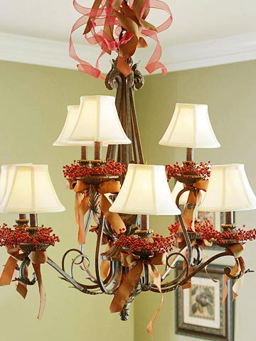 Cute and simple Christmas chandelier (via pinterest)