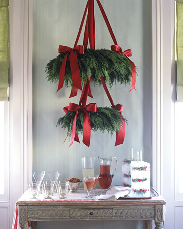 Cedar wreath chandelier (via marthastewart)