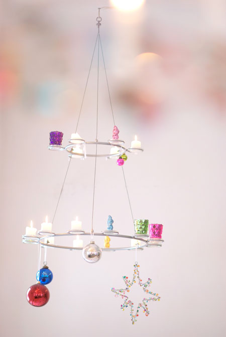 Cute and simple Christmas Chandelier (via wunderschoen-gemacht)