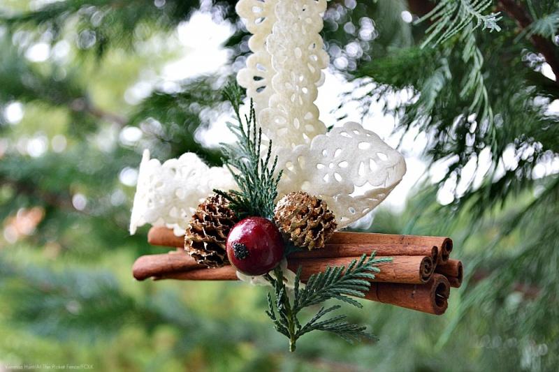 cinnamon sticks, cranberry and pine cones ornaments