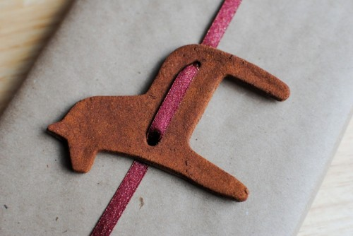 cinnamon horse gift tag (via bigcitylittlejoys)
