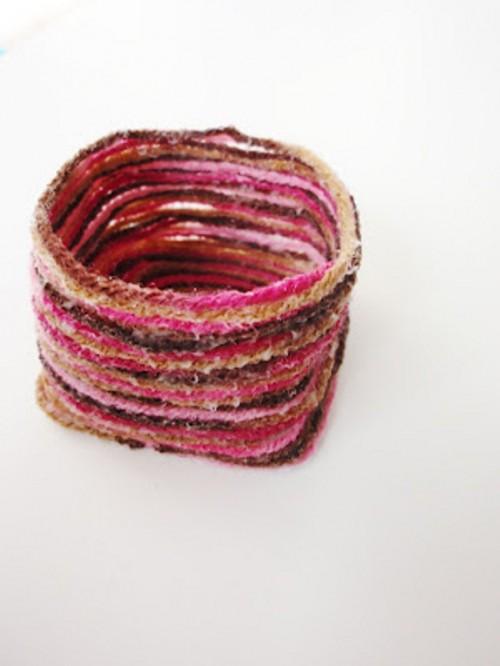 cozy yarn pot (via shelterness)