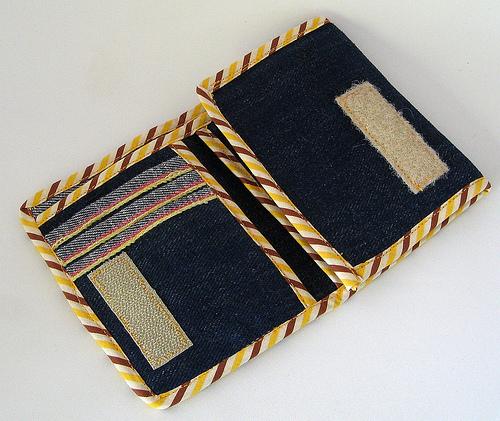 denim wallet (via thereformatory)