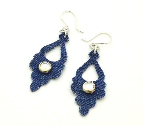 denim earrings (via beadinggem)