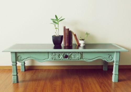 distressed coffee table (via namelyoriginal)