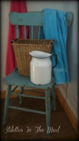 distressed blue chair (via stilettosinthemud)