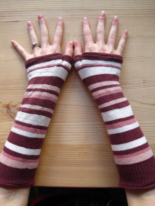 old socks to arm warmers (via krugthethinker)