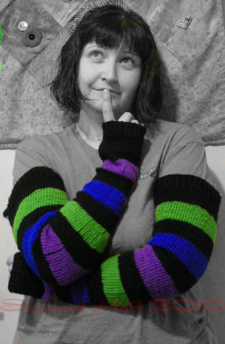 nice warm arm warmers (via knittyknittykitty)