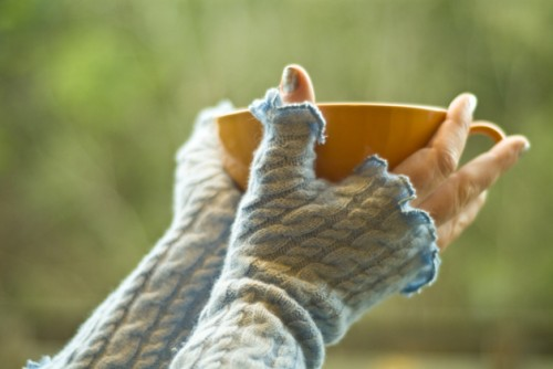 sweet ruffled arm warmers (via makezine)