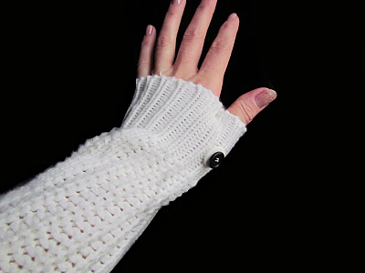 white arm warmers with buttons (via thrifttrick)