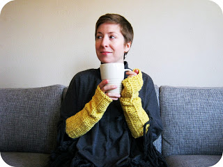 crocheted arm warmers (via cornflowerbluestudio)