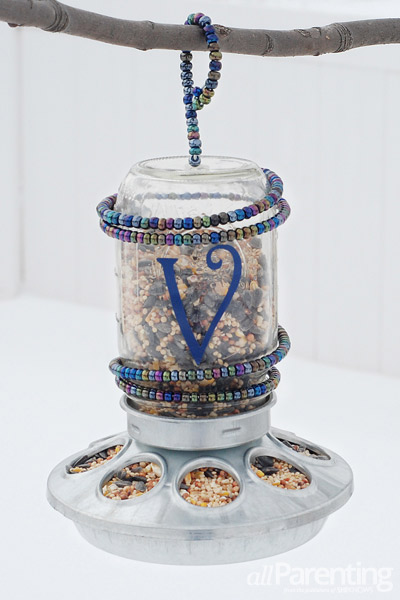 mason jar bird feeder (via allparenting)
