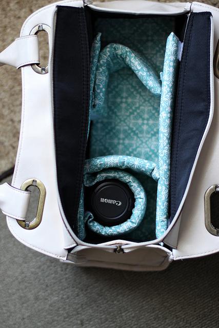 DIY Stylish Camera Bag From Any Bag You Like (via shelterness)