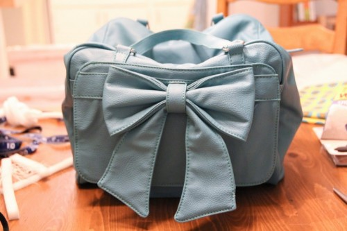How To Make Your Own Camera Bag (via bluelacehouse)