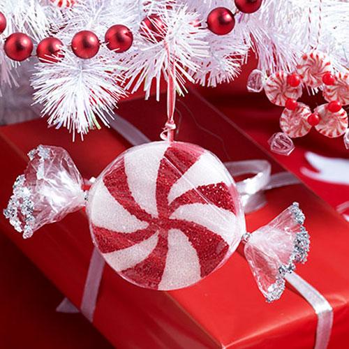 Easy DIY Candy Ornaments (via allyou)
