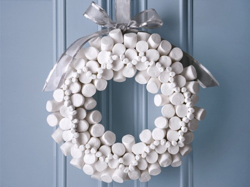 DIY Marshmallow Wreath (via foodnetwork)