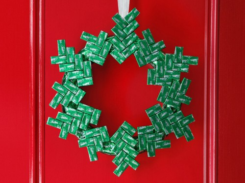 Handmade Minty Christmas Wreath (via foodnetwork)