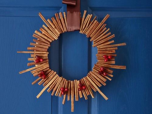 DIY Cinnamon Roll Christmas Wreath