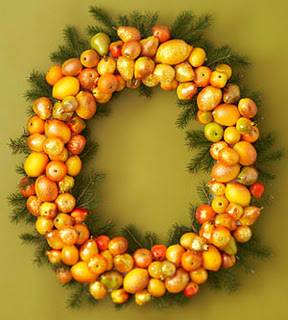 Citrus Homemade Holiday Wreath (via darcylabelle)
