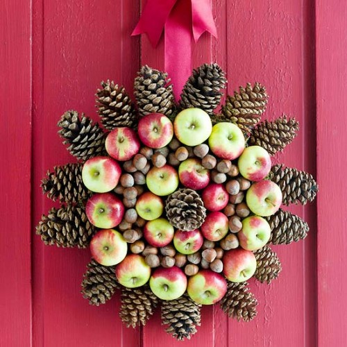 DIY Apple Medallion Holiday Wreath (via bhg)