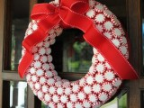 Candy Wreath Tutorial (via gwynnwassondesigns)