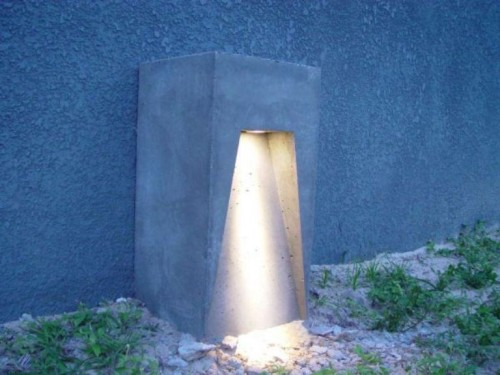 free-standing outdoor concrete lamp (via shelterness)