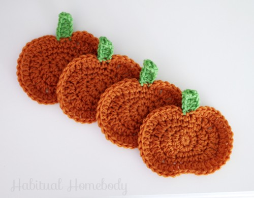 crocheted pumpkin coasters (via habitualhomebody)