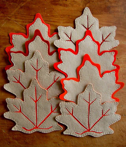 felt leaf coasters (via curbly)
