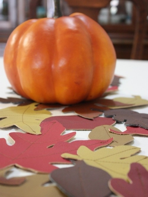 colorful fall leaves table runner (via curbly)