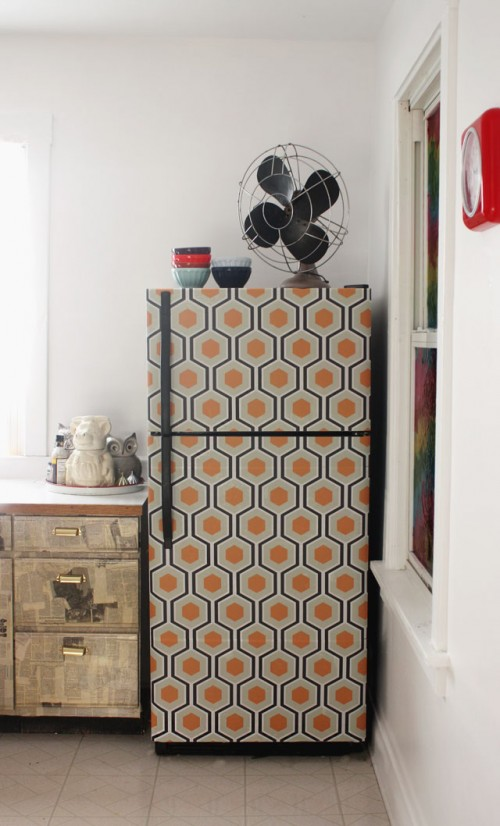 wallpaper fridge makeover (via auntpeaches)