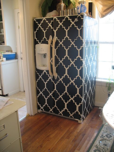 contact paper fridge makeover (via shoestringpavilion)
