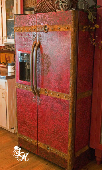 vintage steamer trunk fridge (via hometalk)