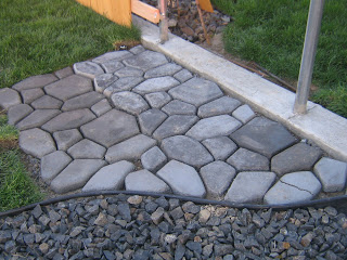 Concrete Garden Path (via Tancamjenksfam)