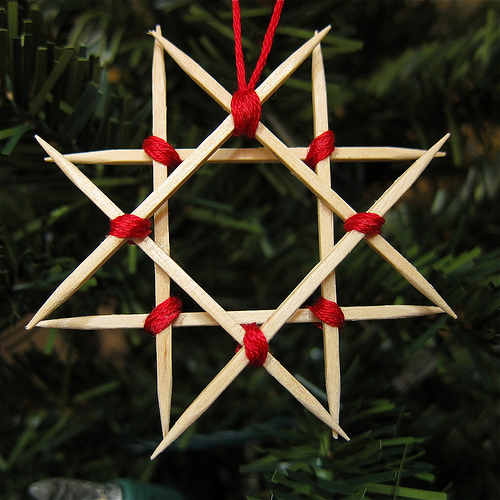 toothpick Christmas star ornament (via justcraftyenough)