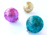 cool-diy-glittery-ornaments-for-christmas-1