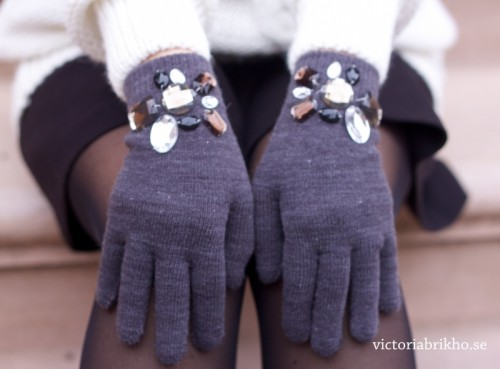 rhinestone gloves (via victoriabrikho)