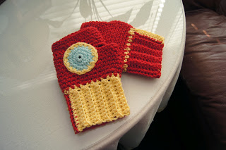 Iron Man crocheted gloves (via louiesloops)