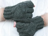 easy patterned knitted gloves