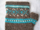 fingerless gloves with a winter pattern