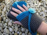 crocheted gloves with flowers