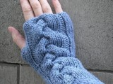 patterned knitted gloves