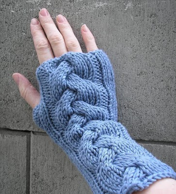 patterned knitted gloves (via pixelatedmushroom)