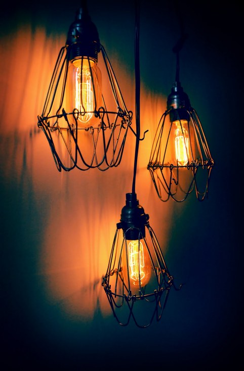 15 cool diy industrial lamps and chandeliers shelterness for Cool diy chandeliers