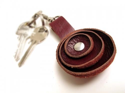 masculine leather key chain (via shelterness)