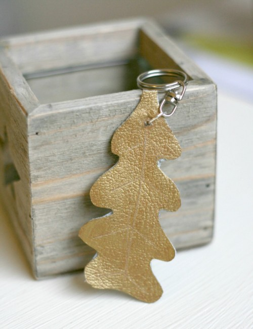 gold leather leaf key ring (via claireabellemakes)